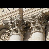 Roma (Rom), Basilica S. Pietro (Petersdom), Kapitelle der großen Hauptsäulen der Fassade