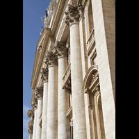 Roma (Rom), Basilica S. Pietro (Petersdom), Fassade von der Seite aus gesehen
