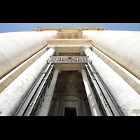 Roma (Rom), Basilica S. Pietro (Petersdom), Hauptportal und Vorhalle