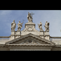 Roma (Rom), Basilica San Giovanni in Laterano (Linke Chororgel), Figuren auf der Fassade