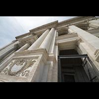 Roma (Rom), Basilica San Giovanni in Laterano (Linke Chororgel), Säulen und Eingangsbereich perspektivisch