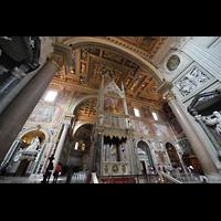 Roma (Rom), Basilica San Giovanni in Laterano (Linke Chororgel), Ziborium in der Vierung