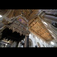 Roma (Rom), Basilica San Giovanni in Laterano (Linke Chororgel), Blick vom Ziborium auf die Decke