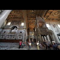Roma (Rom), Basilica San Giovanni in Laterano (Linke Chororgel), Blick aufs Ziborium und zur Blasi-Orgel im Transept