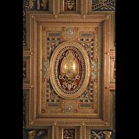 Roma (Rom), Basilica San Giovanni in Laterano (Linke Chororgel), Detail der Kassettendecke