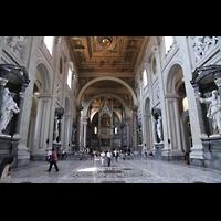 Roma (Rom), Basilica San Giovanni in Laterano (Linke Chororgel), Innenraum in Richtung Chor