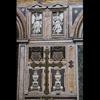 Roma (Rom), Basilica San Giovanni in Laterano (Linke Chororgel), Marmor-Wandschmuck im Triforium