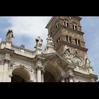 Roma (Rom), Basilica S. Maria Maggiore, Figuren auf der Fassade