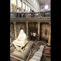 Roma (Rom), Basilica S. Maria Maggiore, Raum unter dem Hauptaltar mit Pius-Statue