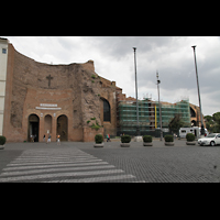 Roma (Rom), Basilica S. Maria degli Angeli e dei Martiri, Fassade mit Ruine der ehemaligen Diokletiansthermen
