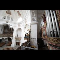 Muri, Klosterkirche (Chorpositiv), Evangelienorgel und Innenraum der Kirche