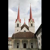 Muri, Klosterkirche (Chorpositiv), Fassade mit Türmen