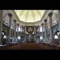 Bern, Heilig-Geist-Kirche, Innenraum in Richtung Chor und Orgel