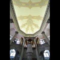 Bern, Heilig-Geist-Kirche, Orgel und Blick zur Decke