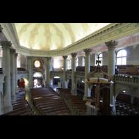 Bern, Heilig-Geist-Kirche, Blick von der Orgel in die Kirche