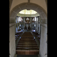Bern, Heilig-Geist-Kirche, Blick von der hinteren Empore in die Kirche