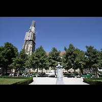 Bern, Münster St. Vinzenz (Forschungsorgel), Außenansicht mit Park