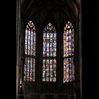 Bern, Münster St. Vinzenz (Forschungsorgel), Bunte Glasfenster im Chor
