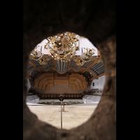 Bern, Münster St. Vinzenz (Forschungsorgel), Blick durch ein Loch im Gewölbe zur Orgel