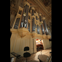 Zürich, Tonhalle, Orgel mit Spieltisch seitlich gesehen