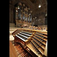 Zürich, Tonhalle, Mobiler Spieltisch und Orgel