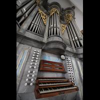 Horw (bei Luzern), St. Katharina, Spieltisch und Orgel