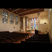 Luzern, Lukaskirche, Innenraum in Richtung Chor und Orgel