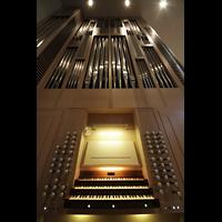 Luzern, Lukaskirche, Orgel mit Spieltisch