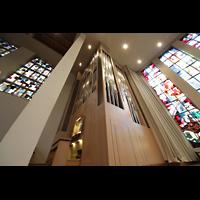 Luzern, Lukaskirche, Orgel und Chorraum perspektivisch
