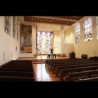 Luzern, Lukaskirche, Innenraum in Richtung Orgel