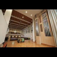 Luzern, Lukaskirche, Innenraum mit Orgel perspektivisch