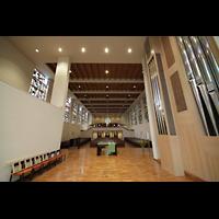 Luzern, Lukaskirche, Blick vom Chorraum zur Kirchenrückwand