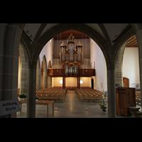 Aarau, Stadtkirche, Bögen des Lettners mit Blick zur großen Orgel