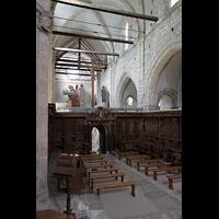 Sion (Sitten), Notre-Dame-de-Valère (Burgkirche), Blick vom Chorgestühl über den Lettner in Richtung Orgel