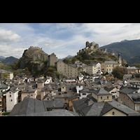 Sion (Sitten), Notre-Dame-de-Valère (Burgkirche), Berg von Valère mit der Burgkirche, vom Turm der Kathedrale aus gesehen