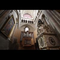 Lyon, Cathédrale Saint-Jean (Chororgel), Chororgel und astronomische Uhr im nördlichen Querhaus