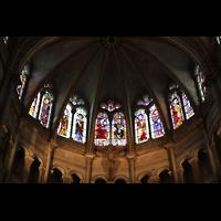 Lyon, Cathédrale Saint-Jean (Chororgel), Bunte Glasfenster im oberen Chorraum