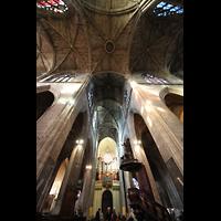 Bordeaux, Saint-Michel (Chororgel), Blick ins Deckengewölbe und zur Orgel