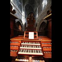 Bordeaux, Saint-Michel (Chororgel), Blick über den Spieltisch ins Hauptschiff