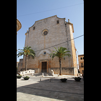 Santanyí (Mallorca), Sant Andreu, Fassade vom Marktplatz aus gesehen