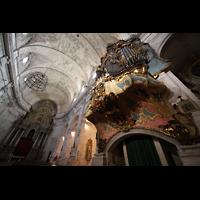 Santanyí (Mallorca), Sant Andreu, Orgelempore mit Blick ins Gewölbe und den Chorraum