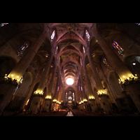 Palma de Mallorca, Catedral La Seu, Hauptschiff in Richtung Chor