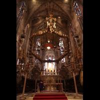 Palma de Mallorca, Catedral La Seu, Chorraum mit Leuchter von Gaudí