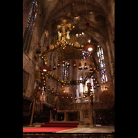 Palma de Mallorca, Catedral La Seu, Gaudí-Leuchter im Chorraum