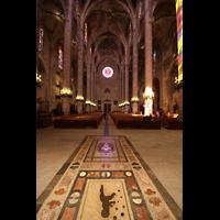 Palma de Mallorca, Catedral La Seu, Hauptschiff in Richtung Westwand mit Marmorfußboden
