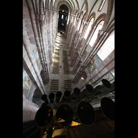 Speyer, Kaiser- und Mariendom, Blick vom Dach der Orgel auf die großen  Prospektpfeifen und in den Dom