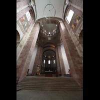 Speyer, Kaiser- und Mariendom, Chorraum mit Vierungskuppel und Leuchter