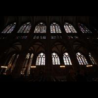 Strasbourg (Straßburg), Cathédrale Notre-Dame - Münster (Kapellenorgel), Südliche Hauptschiffwand mit bunten Glasfenstern