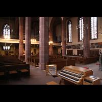 Frankfurt am Main, Liebfrauenkirche, Spieltisch und Blick in den Innenraum