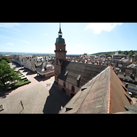 Freudenstadt, Evangelische Stadtkirche (Chororgel), Blick vom Nordturm auf den Ostturm und den Marktplatz